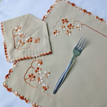 embroidered placemat napkin set