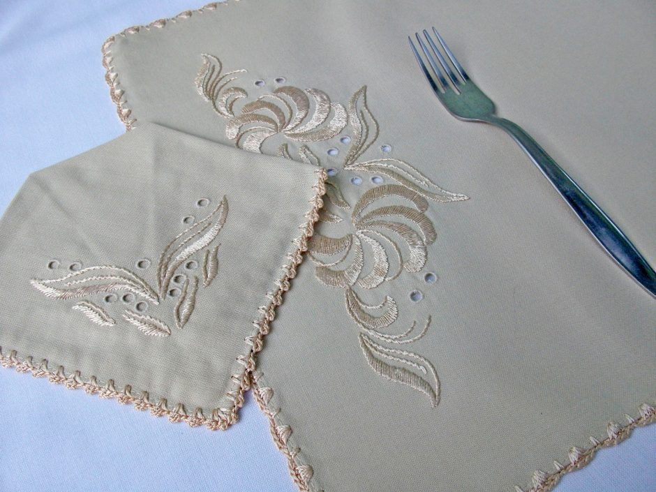 handmade embroidered placemat set